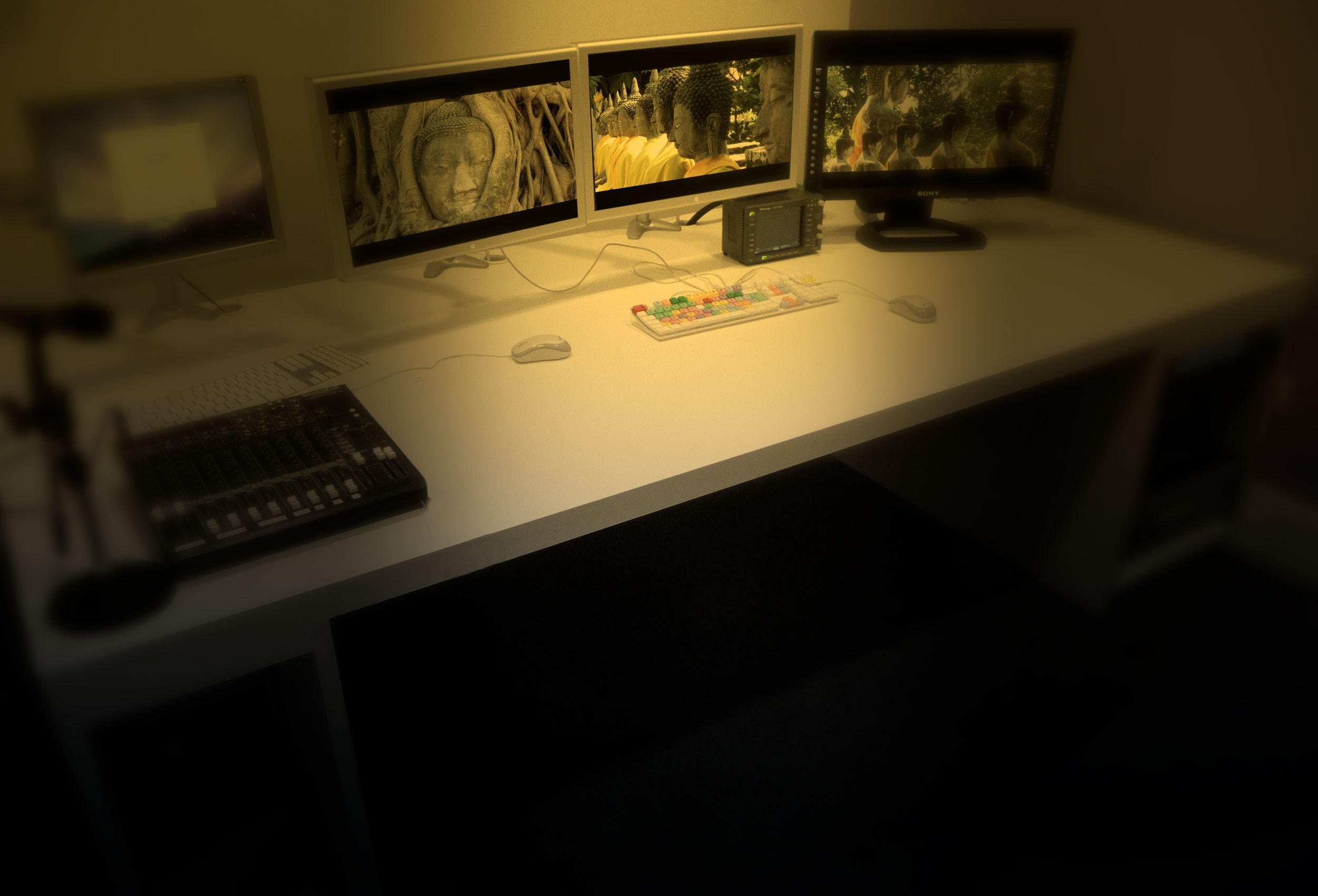 custom_consoles-video-editing-desk2